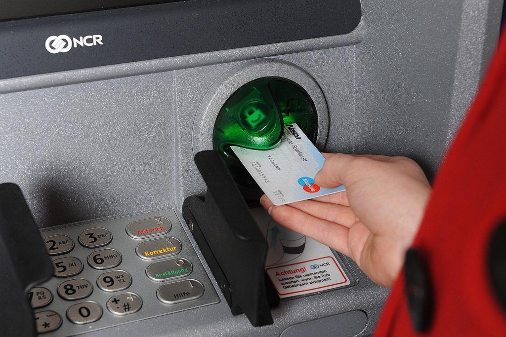 безопасное использование банковских карт в банкоматах